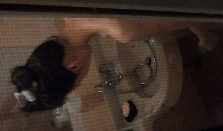 Parintii se distreaza filmexxx cu violuri cu o bruneta insarcinata