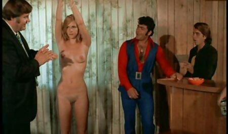 Clientul cazinoului devine blondă filmexxx cu virgine cu picioare lungi pentru sex în jocul de bord.