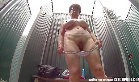 Fata cu un filmexxx cu mamici fund frumos și clienții ei