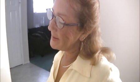 Se masturbeaza aproape filmexxx cu mame vitrege