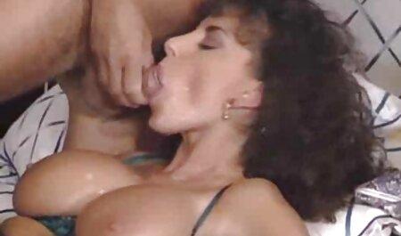 Fluxul de sperma filmexxx cu bunicute din vagin