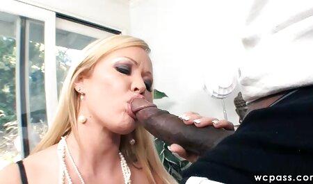 O femeie frumoasă și suculentă are un filmexxx grase orgasm.