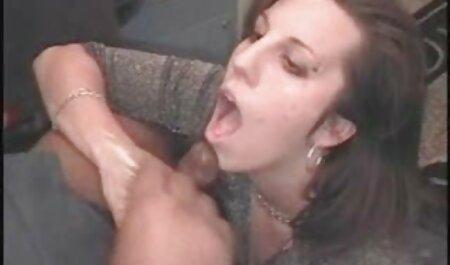 Barbat download filmexxx fute o servitoare sexy in cur