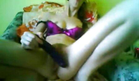 Blonda filmexxx cu chinezoaice Busty nu poate rezista unui cocoș mare negru.