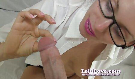 Bruneta filmexxx cu lezbi funcționează ca un vibrator transparent.