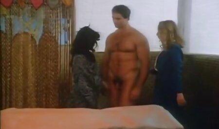 Cupluri care sunt filmexxx cu masaj îndrăgostiți de frig pe scări