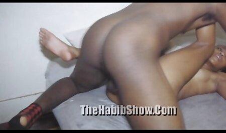 A filmexxx cu mature pus un prieten sub soțul ei.