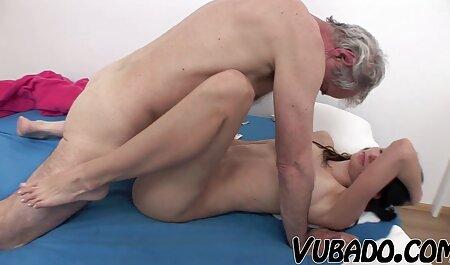 Medicul se relaxează cu asistenta filmexxx cu grase care ascultător