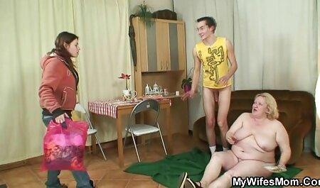 Un tânăr frumos îl convinge pe vecinul filmexxx cu eleve său să facă sex fierbinte.